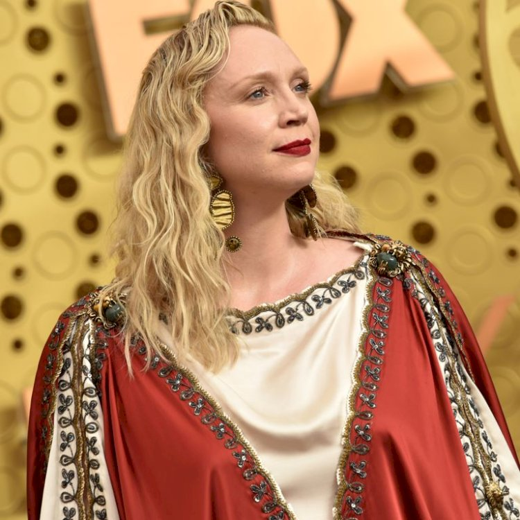 "Emmy Viewers Are Saying Gwendoline Christie's Dress ""Looks Like Jesus"""