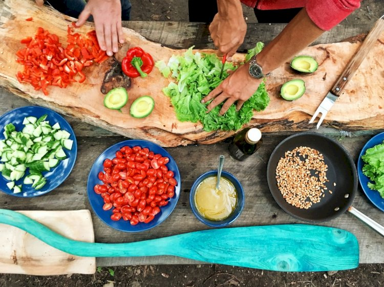 Start your own business with cooking school